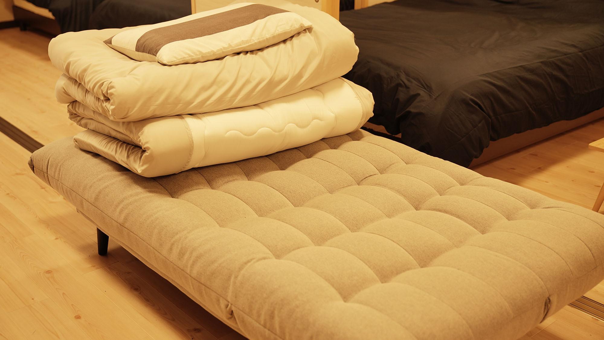 ・101号室:セミダブルサイズのソファベッド