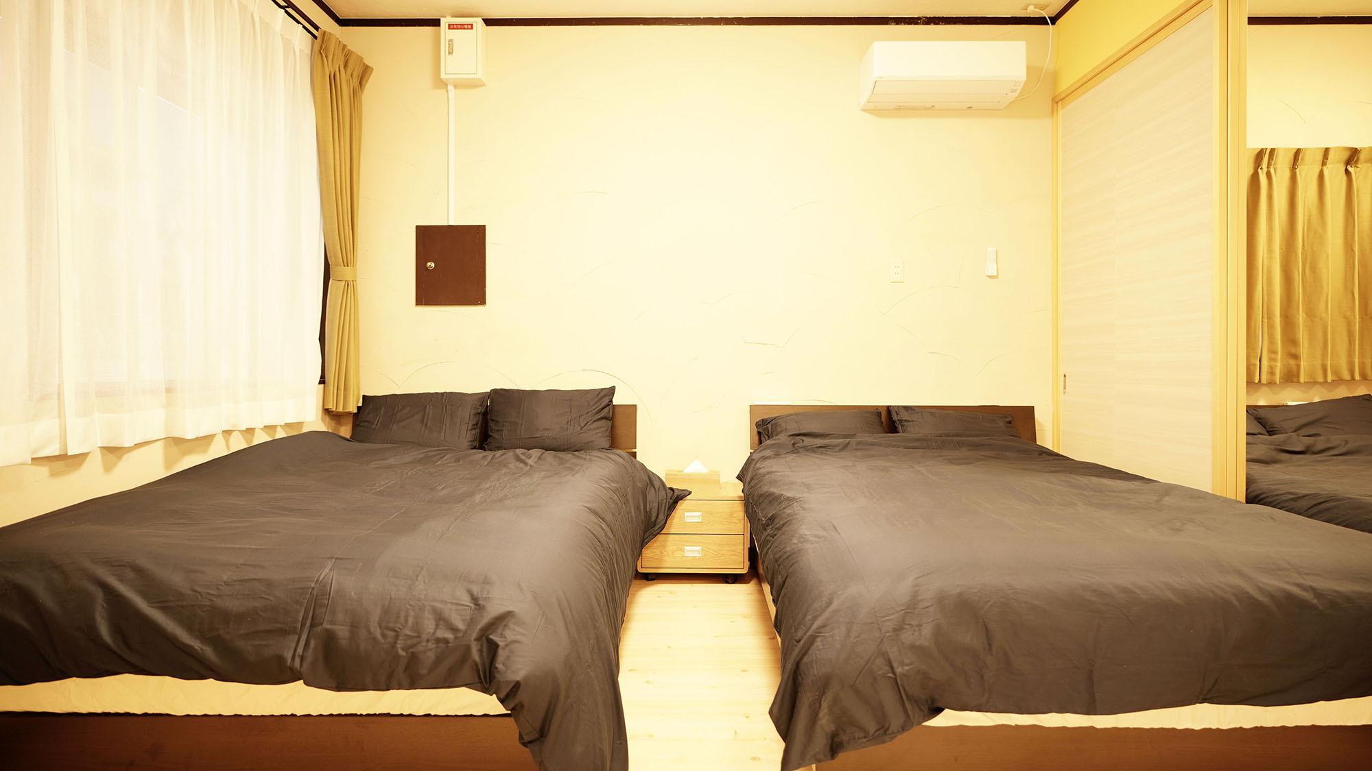 ・101号室:ダブルベッド2台の寝室