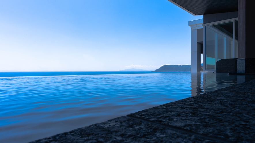 津軽海峡を一望できる最上階「古の無限海灯露天風呂」