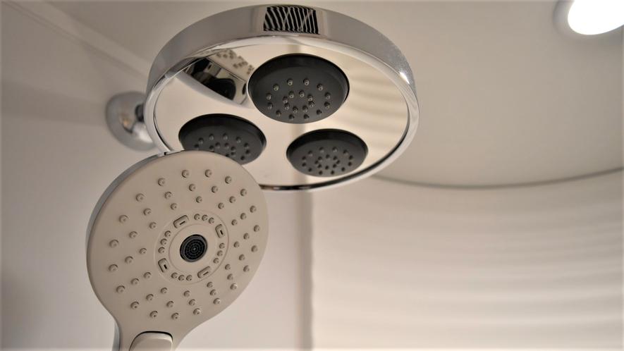 【シャワーブース】客室内シャワーは多機能シャワーヘッド採用!