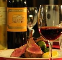 ワインは約40種。無農薬のものや農家自家詰にこだわり厳選しています。pl
