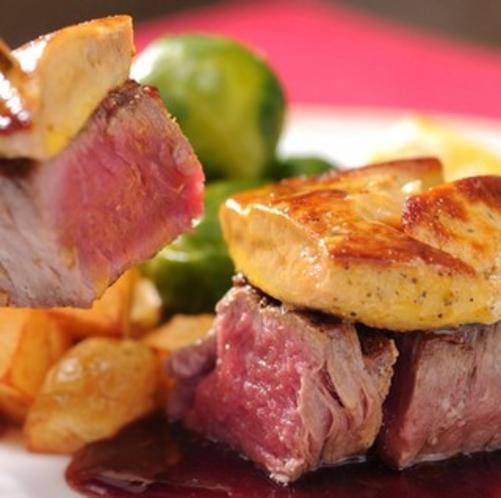 お肉はロゼに仕上げます