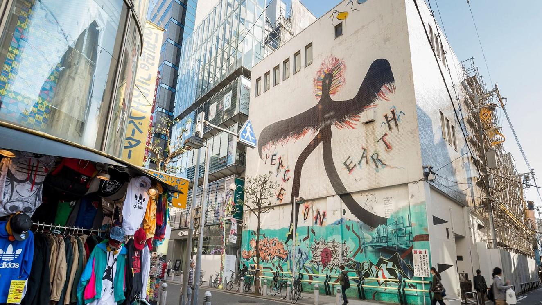 【アメリカ村】<徒歩約17分>大阪・ミナミで最も活気があふれ、関西の若者文化をリードする流行発信地。