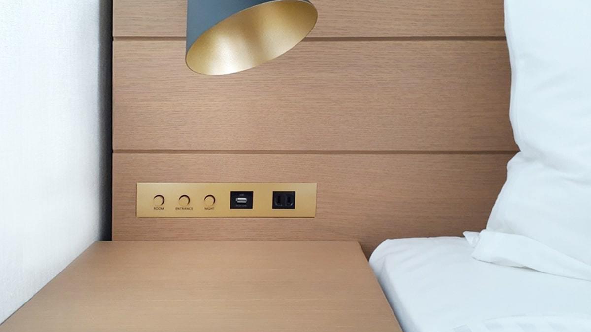 ベッド脇コンセント/客室共通