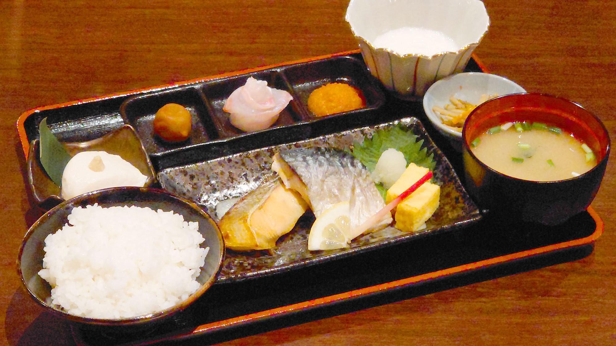 【朝食】<和食>お客様のお好みに合わせて選べる和洋プレートをご用意。取り放題のブッフェメニューも。