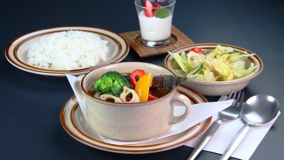 食事◆cafe樹林のランチ一例。じっくり煮込んだビーフシチューセット