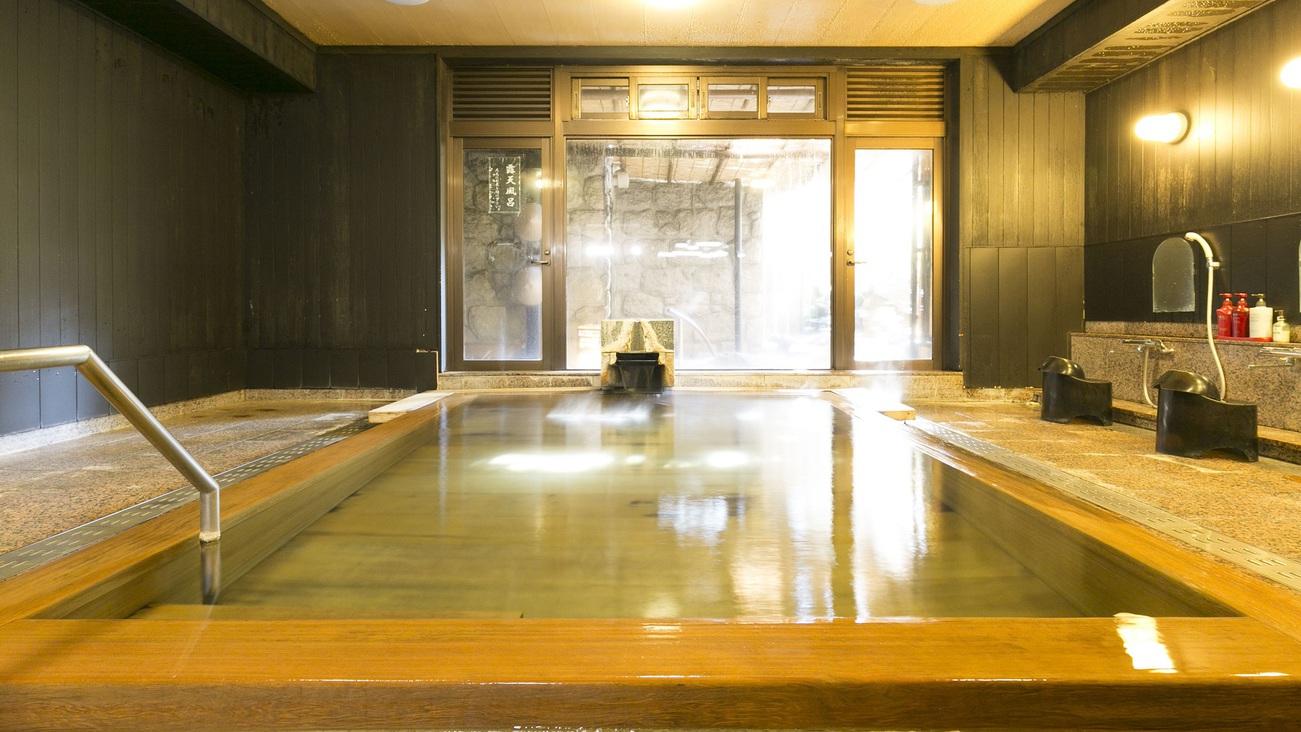 檜かおる源泉かけ流しの温泉大浴場
