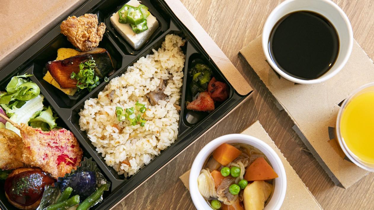 朝食のイメージです。部屋食を希望のお客様へはボックスに入れてお渡しいたします。