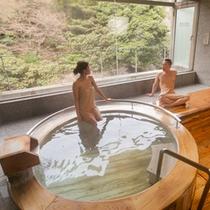 貸切テーマ風呂【檜】◆総檜造りの浴室で、リラックスした水入らずのひと時をお楽しみくださいませ。