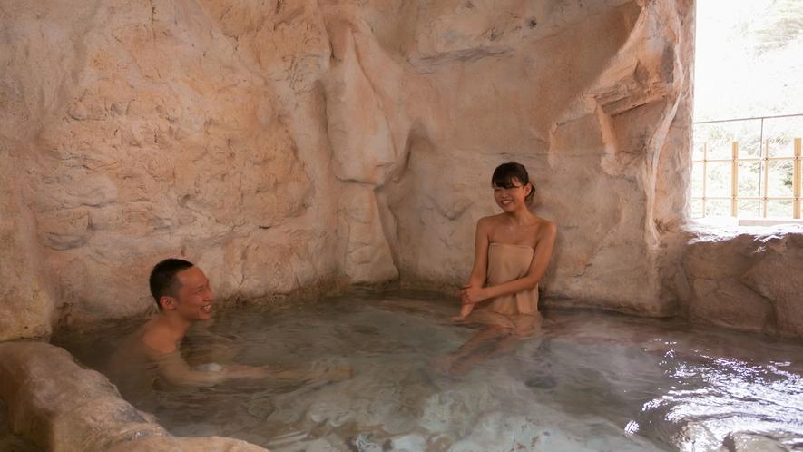 貸切テーマ風呂【洞窟】◆カップルに1番人気!洞窟の雰囲気が、ふたりの時間を盛り上げます。