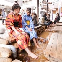 【月光園から徒歩3分】「金の湯」横の「太閤の足湯」◆無料で入れる金泉の足湯。沢山の人で賑わってます♪