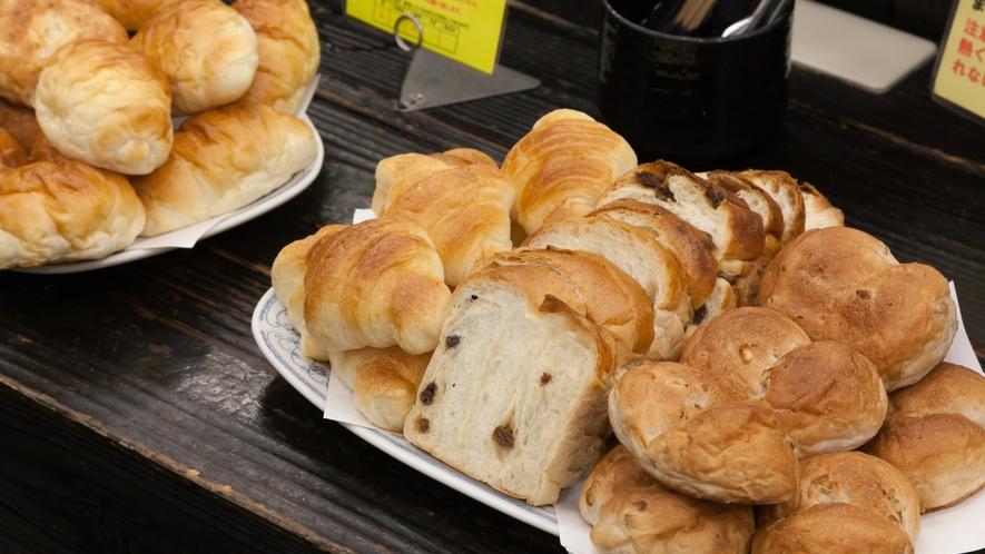朝食(ビュッフェ)◆地元人気店のもちもち食パンなど、パンも種類豊富にご用意しております。