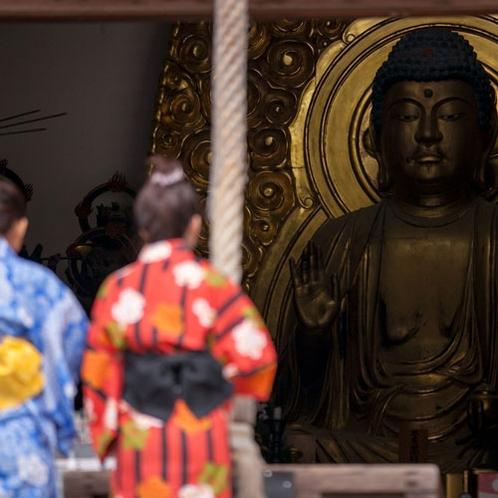 【月光園から徒歩3分】温泉寺◆金色に輝く薬師如来坐像。重要文化財の波夷羅大将立像もございます。