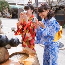 【月光園から徒歩3分】「金の湯」横の「太閤の飲泉場」◆銀泉が無料でテイスティングできます!