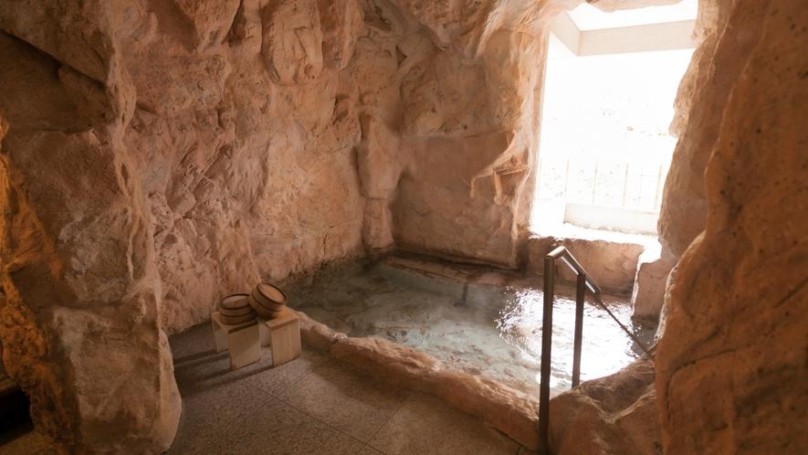 貸切テーマ風呂【洞窟】◆吹き抜ける風が心地よい、半露天風呂タイプです。※1回40分2,200円