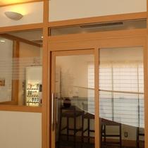 喫煙コーナー◆お部屋以外での喫煙には、鴻朧館、姉妹館游月山荘ともに売店横の喫煙室をご利用下さいませ。