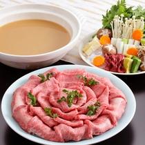月光園オリジナル「金泉鍋」◆有馬の金泉に見立てた、黄金色に輝く味噌風味のお鍋です。