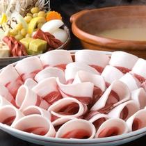 冬季限定 ぼたん鍋◆兵庫県 丹波篠山の郷土料理「ぼたん鍋」は、豚肉よりも濃厚な猪肉が絶品です。
