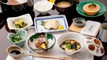 朝食(和食膳)◆和室にご宿泊のお客様は、基本的に【夕朝食ともに部屋食】です。※プランにより変更あり
