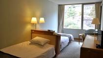 洋室ツインルーム(17.3㎡)◆ベッドの配置が【訳あり】のため、お得なご料金でご提供しております。