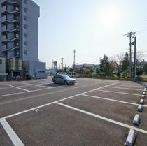 【駐車場】青空平面駐車場50台