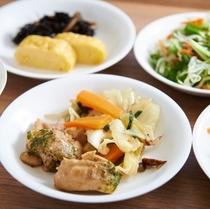 【健康無料朝食】野菜炒めなど