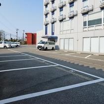 【駐車場】ホテルの周りが駐車場です