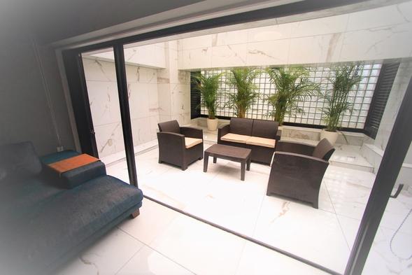 【開業記念プラン 〜ガーデンシアタースイート〜】解放感溢れる専用庭とシアタースクリーン付の客室