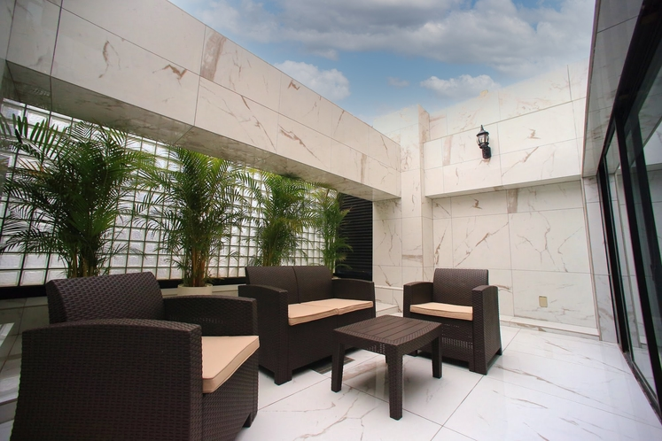 「ガーデンシアタースイート」は専用庭付き。ゆったりとお寛ぎ頂けます。