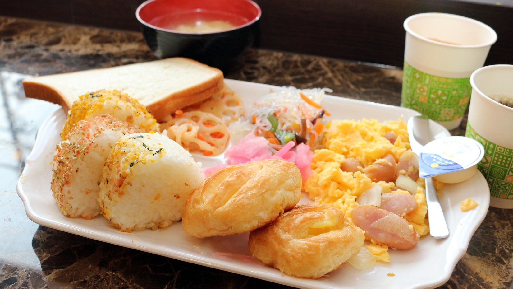 朝食例(日によって異なります)