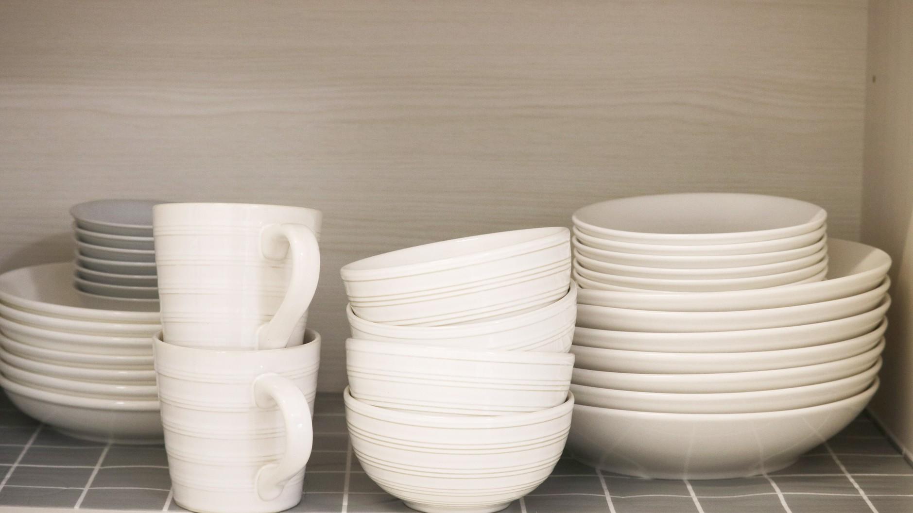 キッチン設備:フライパン鍋・調理器具・食器類をご用意しております。