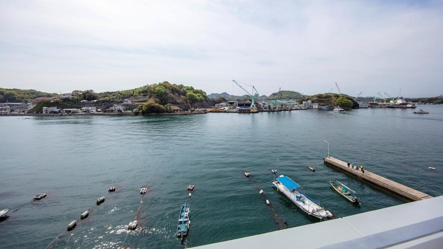 屋上から渡船が行き交う風景もご覧いただけます♪