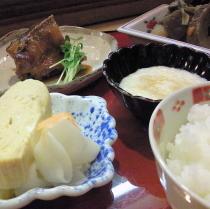 ホテル近くの料理店『日本料理城下』でお手軽夕食をご用意できます。