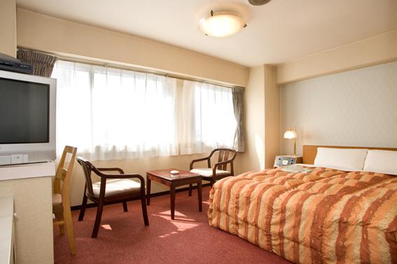 全5室のダブルルームは5階以上に位置し、広い窓からの金沢の夜景は感動です♪