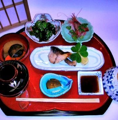 ホテルより徒歩2分の「城下」にて手軽に和夕食を!