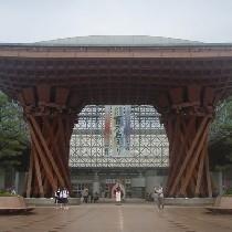 JR金沢駅前「鼓門」があなたをお迎えいたします♪