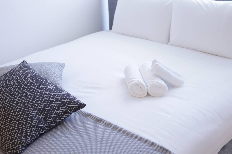 ベッド 702