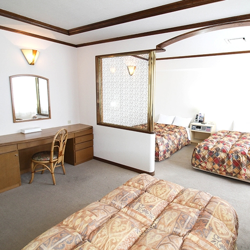 ファミリールーム(トリプル)【140cm幅ベッド1台、120cm幅ベッド1台、97cm幅ベッド1台】