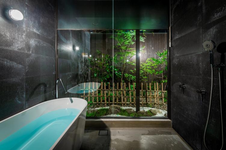 浴室(夜)