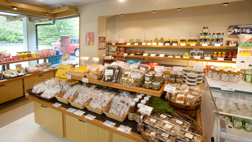 *売店/地元でとれた山菜などもご購入いただけます。