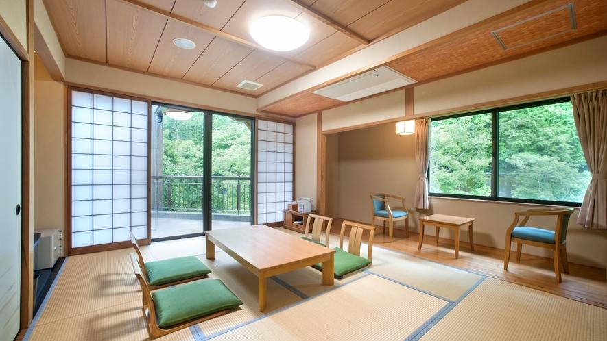 *【禁煙・バリアフリー】1F和室10畳(客室温泉・トイレ付)/段差をなくしたバリアフリーの和室です。