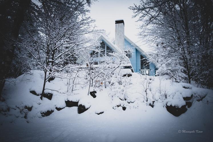 冬景色の中のペンションサンセット