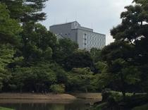 小石川後楽園でホテルを撮影
