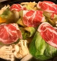 天草梅肉ポークのレタス野菜鍋