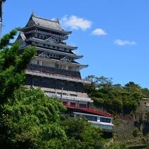 観光◆熱海城 桜の時期はお花見も楽しめます