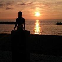 【人魚像と夕陽】/この絶景を見に鵜の浜へいらっしゃいませんか?