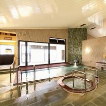 【鵜の湯】女湯/広々とした大浴場には、バイブラ風呂やサウナ風呂も完備しております。