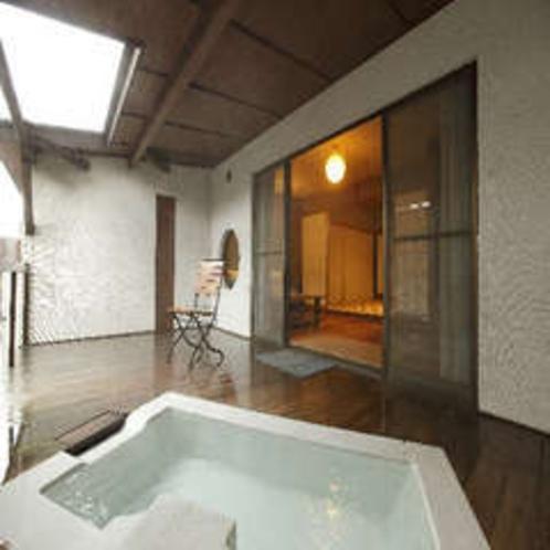 露天風呂付き客室 「白妙(しろたえ)」の露天風呂