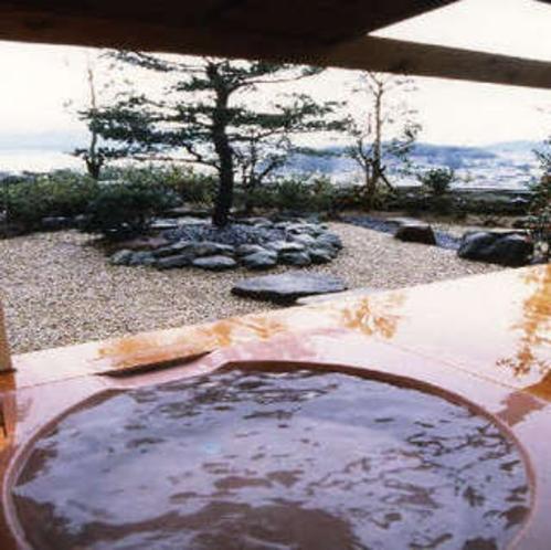 露天風呂付き客室「羽衣(はごろも)」の露天風呂