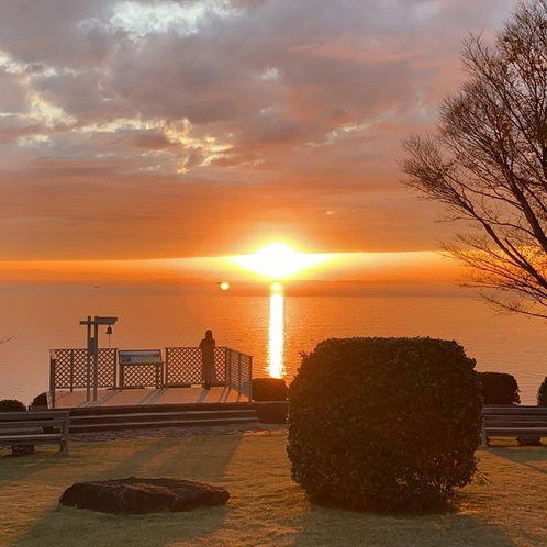 【周辺】西浦園地の夕陽(真実の鐘)